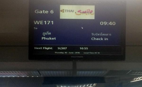 Pantalla de salida para nuestro vuelo a Phuket