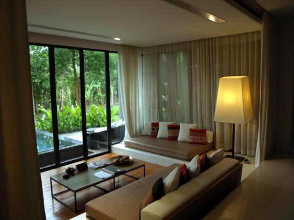 Veranda Chiang Mai: habitación Pavillion con piscina, salón-recibidor.