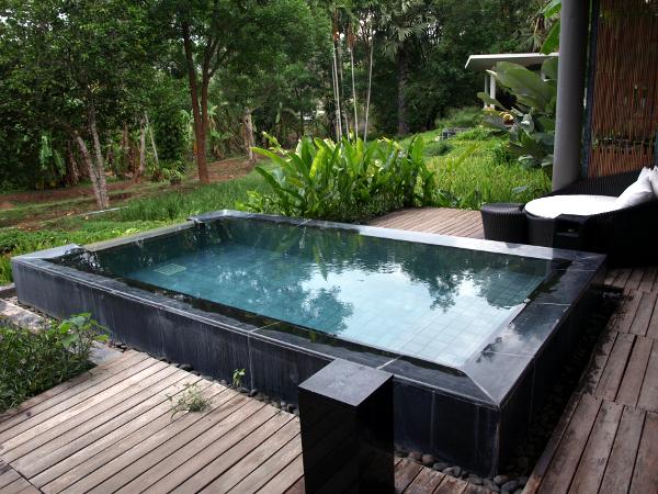 Pavillion con piscina Veranda Chiang Mai: piscina y área de descanso.