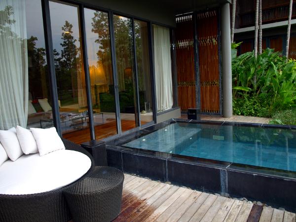 Veranda Chiang Mai: piscina con área de descanso 1.
