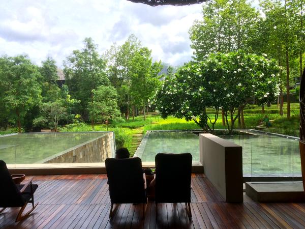 Veranda Chiang Mai: vistas desde la recepción hacia el complejo principal.