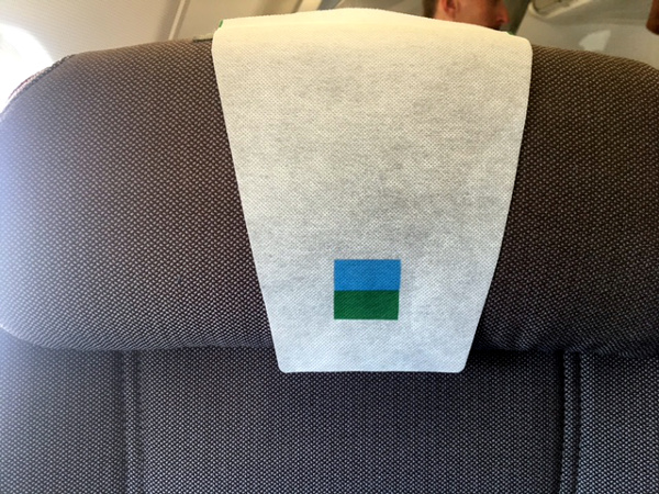 Logo de LEVEL en el asiento de Turista Premium LEVEL.