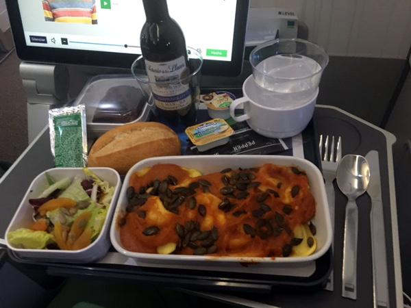 Comida Turista Premium LEVEL: raviolis rellenos de setas con semillas de calabaza.
