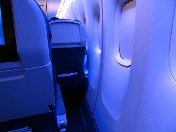 Turista British Airways: filas 51 y 52, amplio espacio entre asiento y ventana.