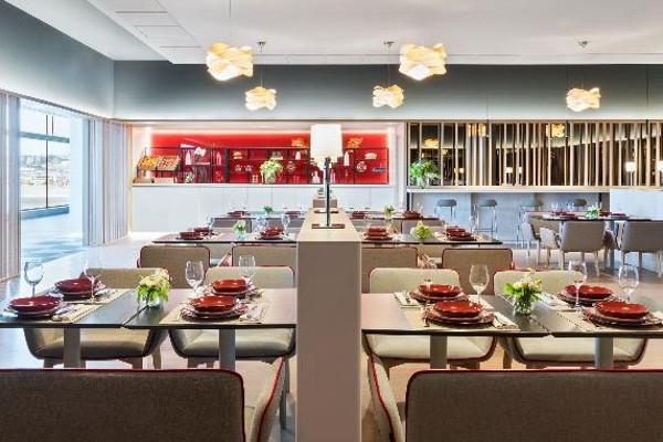 Nueva Sala VIP Velázquez; restaurante.