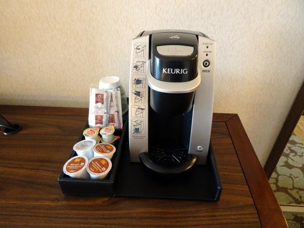 Hilton Garden Inn Long Island City: habitación, máquina de café/té.