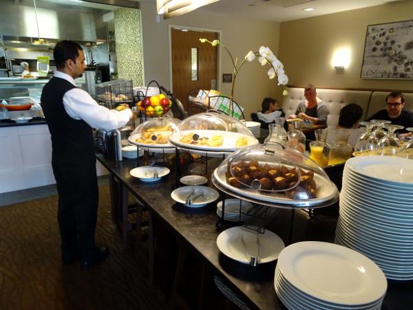 Hilton Garden Inn Long Island City: desayuno.