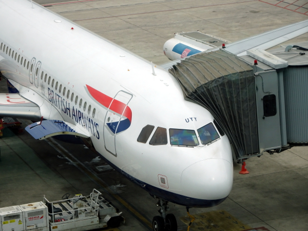 A320 G-EUYY de British Airways en la T1 de Barcelona.