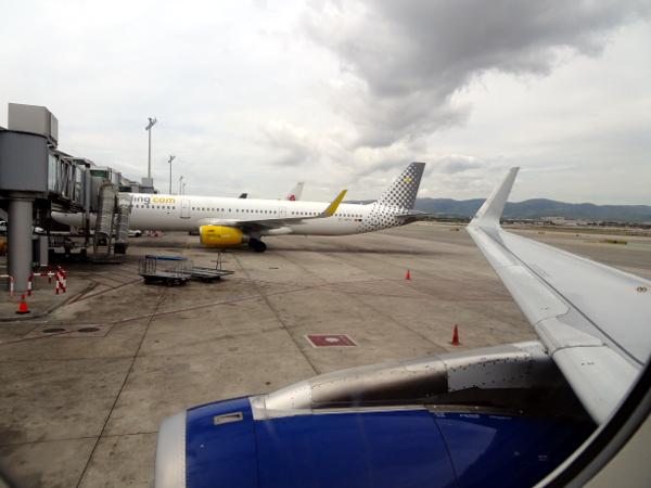 Un A321 de Vueling estacionado en la T1 de Barcelona.