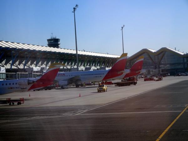 Volando Iberia Business Class Europea. Plataforma Terminal 4 Barajas.