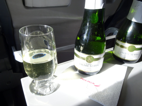 Volando Iberia Business Class Europea. Cava Jaume Serra.