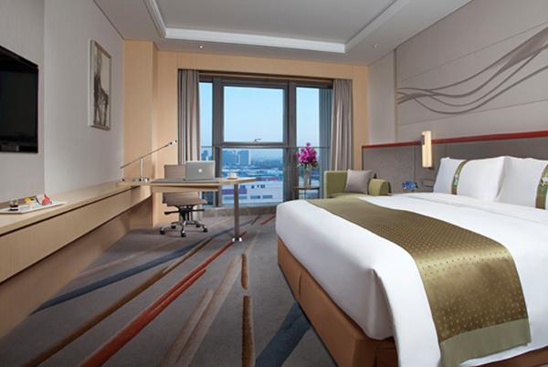 Una habitación de la marca Holiday Inn.