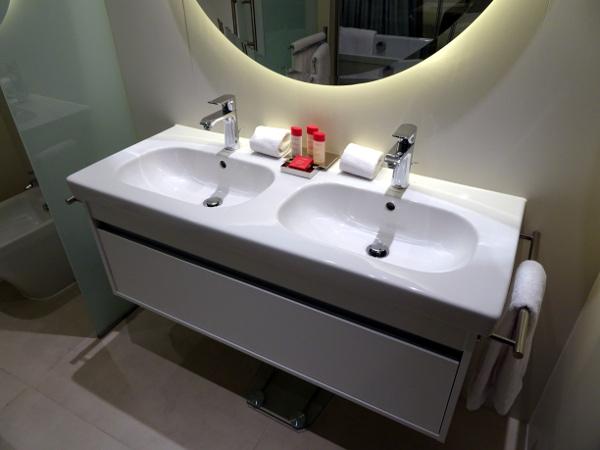 Lavamanos habitación Premium Gran Meliá Palacio de los Duques.
