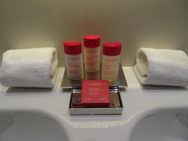 Habitación Premium Gran Meliá Palacio de los Duques: lavabo.
