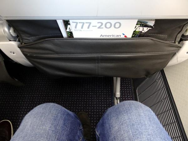 Asiento Main Cabin Extra en Boeing 777 de American Airlines.