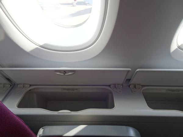 Compartimentos laterales en la planta superior del A380 de Qatar Airways.