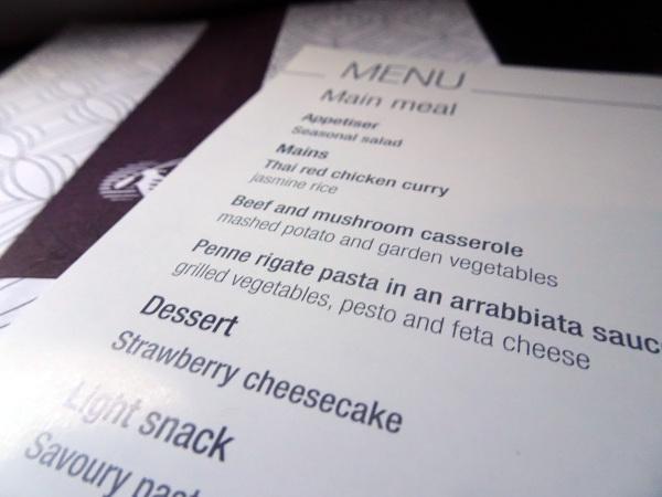 Carta menú en papel de Qatar Airways.