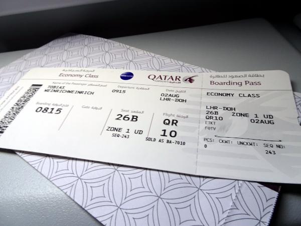 Tarjeta embarque Qatar Airways QR10.