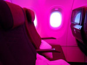 Qatar Airways presenta su nuevo asiento turista, 25% descuento en Avios Iberia Express