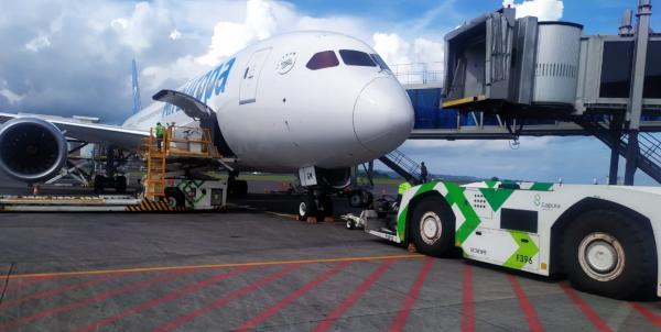 El Boeing 787 de Air Europa en el aeropuerto de Bali, Indonesia.
